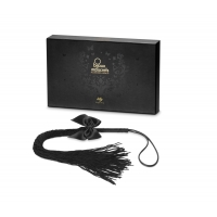 Плеть Bijoux Indiscrets - Lilly - Fringe whip украшена шнуром и бантиком, в подарочной упаковке